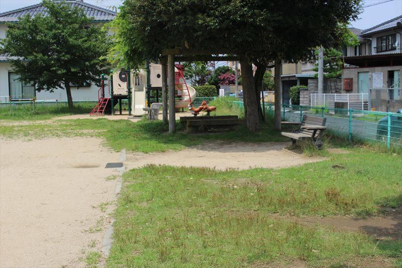 公園前の小さな本屋 みつけどり | 王国リサーチ